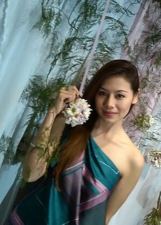 Thai Girl wait for you